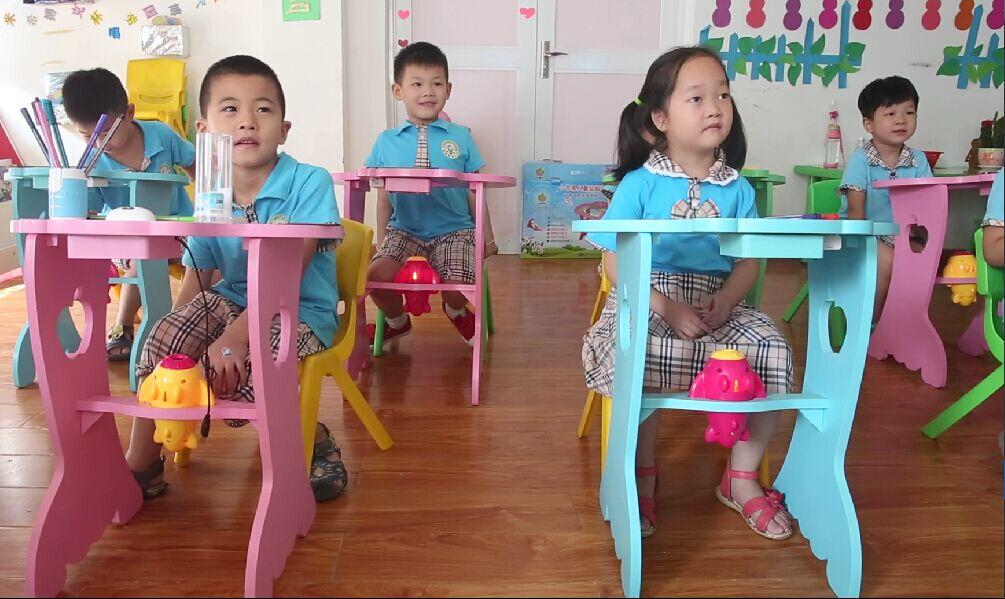 武汉小苹果学习桌合同捣鬼,让孩子从小多看书,养成一种不错的素养.