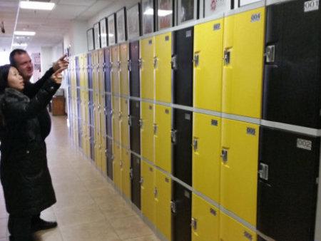 西安木質更衣柜鉸鏈的調節方法